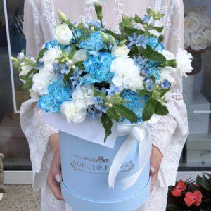 box z kwiatami