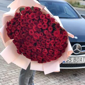 duży bukiet czerwonych róż
