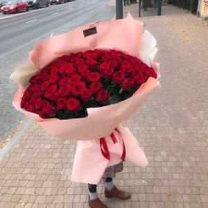 Czerwone róże z dostawa