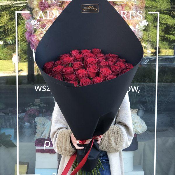 Bukiet rożek z czerwonymi różami