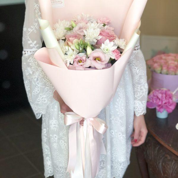 Bukiet z pastelowych kwiatów