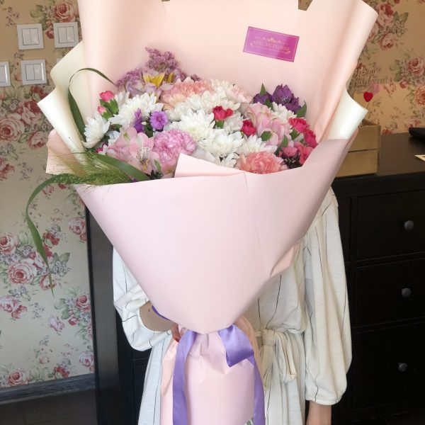 Duży bukiet wiosennych kwiatow